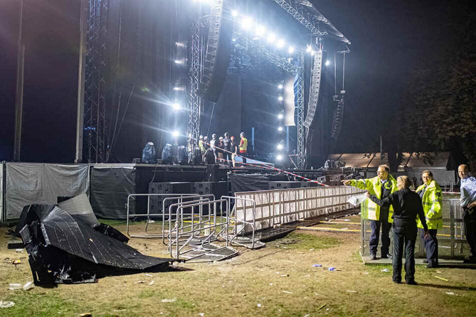 Während eines Auftritts der Rapper Marteria und Casper in Essen stürzte eine große LED-Wand um.