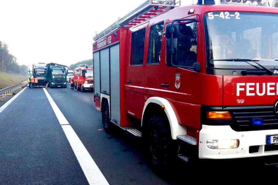 Ein Lkw ist auf der A10 in einen zweiten Laster gekracht.