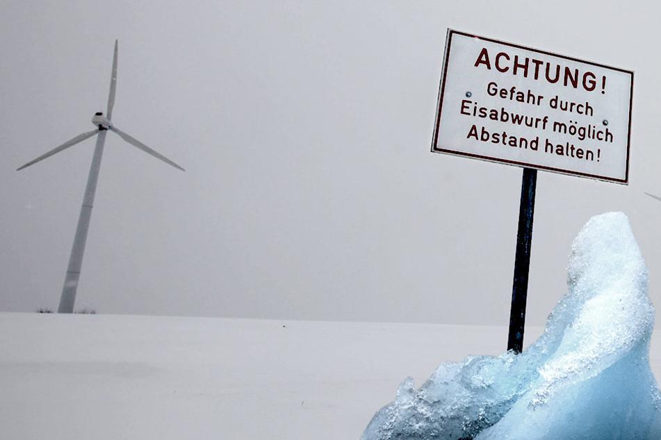 Eiswurf! Müssen Autofahrer einen Bogen um Windräder machen?