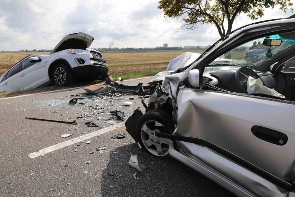 Missglücktes Überholmanöver: Horror-Crash mit zwei Verletzten!