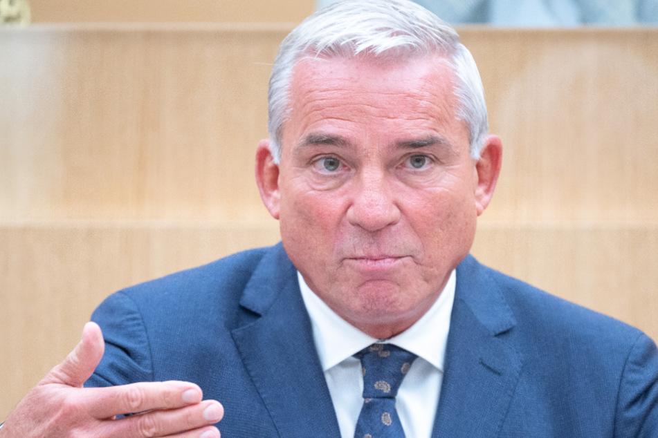Innenminister Thomas Strobl (61, CDU) fordert einen allumfassenden Lockdown.