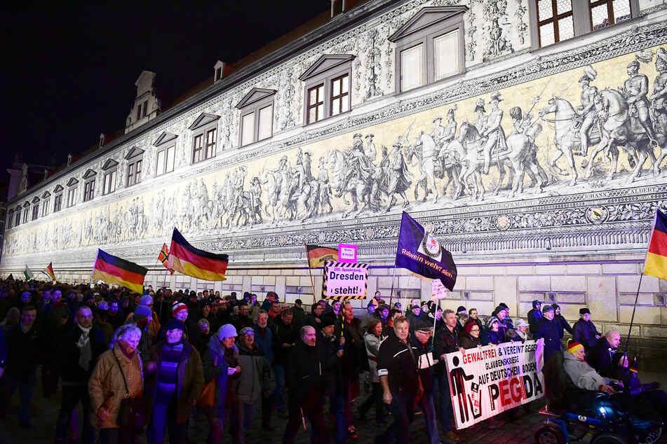 Auch Pegida wird seit der Corona-Krise ausgebremst. Demonstrationen dürfen nämlich vorübergehend nicht stattfinden.