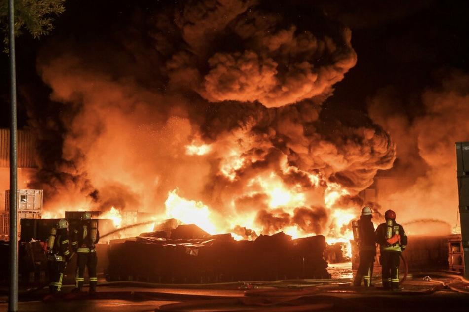 Großfeuer in Ballenstedter Gummiwerk: Keine sichtbaren Umweltschäden