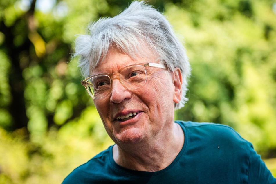 Die Idee stammt von dem Schweizer Künstler Roman Signer (82). Er will mit dieser Aktion auf den Klimawandel aufmerksam machen.