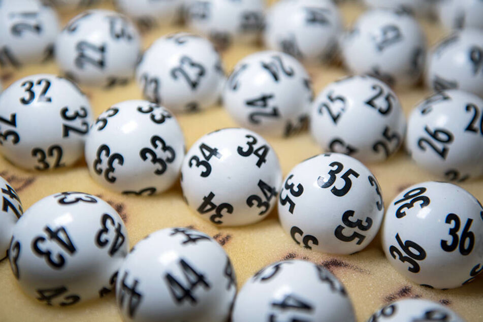 Die richtige Zahlenkombination hatte die US-Amerikanerin beim Lottospielen erwischt.