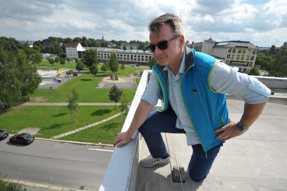 Die Leipziger Straße rund um den Konkordiapark (F.) soll  attraktiver werden, was auch den Chef der Kletterhalle OnSide, Steffen Voigt  (55), freut.