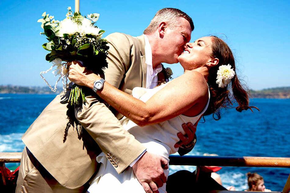 Nicht immer muss man die Liebste am Valentinstag stürmisch überraschen - so wie hier bei einer australischen Hochzeit.