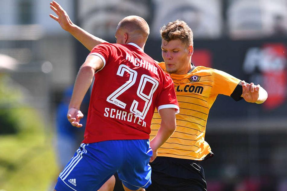 Testspiel gegen die SpVgg Unterhaching: Kevin Ehlers (r.) versucht, Felix Schröter zu stoppen.