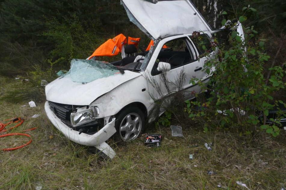Der VW Polo wurde auf der A2 bei Burg (Sachsen-Anhalt) gerammt und hatte sich mehrfach überschlagen. Der Verursacher flüchtete.
