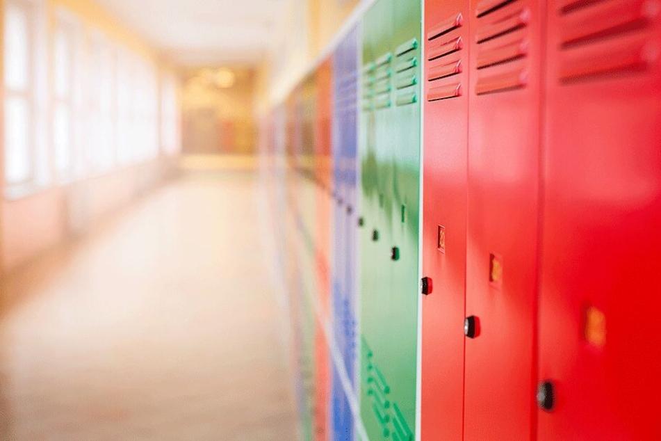 Der Sicherheitsbeauftragte der Schule muss nun der Frage nachgehen, ob die Spinde an der Schule stabil genug stehen. (Symbolbild)