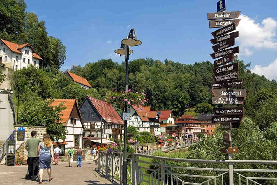 Anwohner im Kurort Rathen fürchten den Baustellenverkehr im Ort, wenn die Felsenbühne bis 2022 zur Baustelle wird.