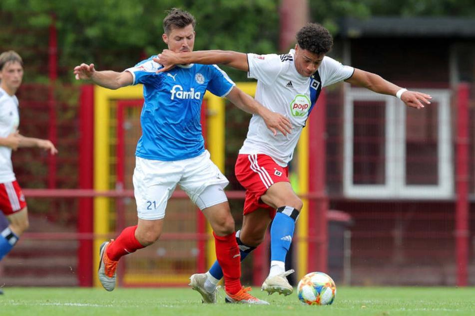Jonas David (rechts) ist wie hier zu sehen, meist in der Regionalliga-Elf des HSV im Einsatz.