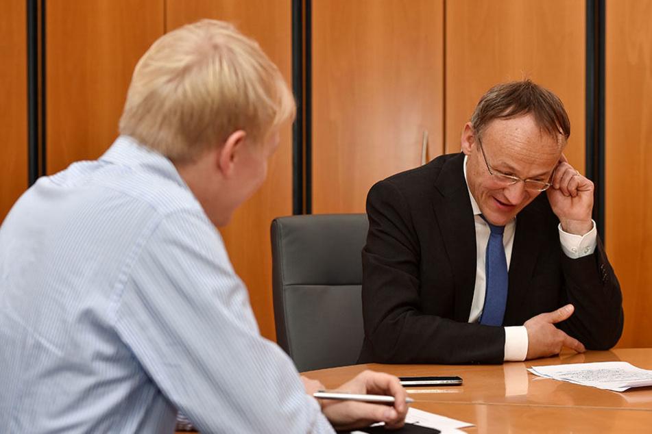 Peter Lames (52, SPD,r.) beim Interview mit TAG24-Redakteur Dominik Brüggemann.