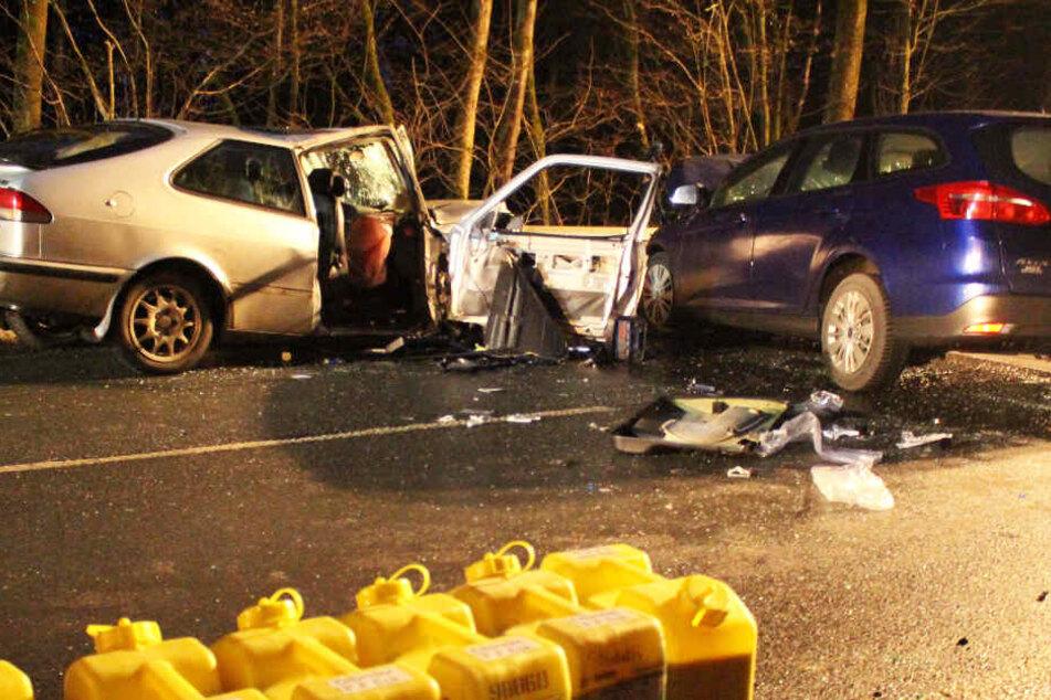 Auf der Staatsstraße 2163 in Bayern ist es zu einem schweren Unfall gekommen.