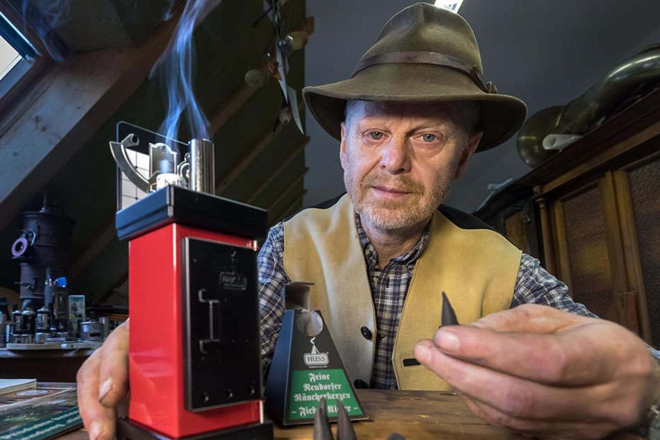 Lüften statt filtern: Räucherkerzen-Hersteller Jürgen Huss lehnt Eingriffe in die Tradition ab.