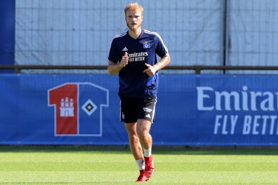 Innenverteidiger Timo Letschert absolvierte sein erstes Training mit den neuen Kollegen.