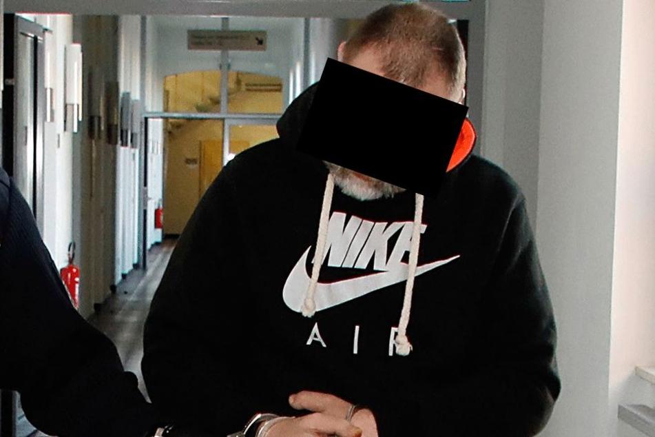 Lars F. (42) steht seit gestern als Serien-Einbrecher vor Gericht.
