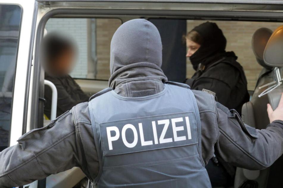 Rund 80 Einsatzkräfte der Gemeinsamen Auswerte- und Ermittlungsgruppe Schleusung von Landeskriminalamt und Bundespolizeidirektion Pirna seien an der Aktion beteiligt gewesen. (Symbolbild)
