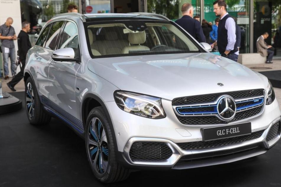 Der neue Dienstwagen von Ministerpräsident Winfried Kretschmann (Grüne) wird mit Wasserstoff und Strom betankt : Mercedes GLC F-Cell. (Symbolbild)