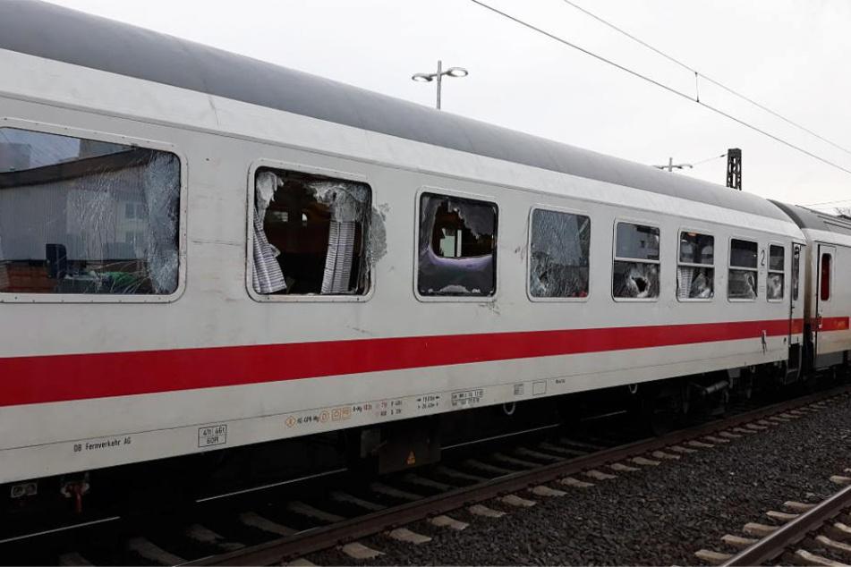 Auch ein Intercity der Deutschen Bahn war betroffen.