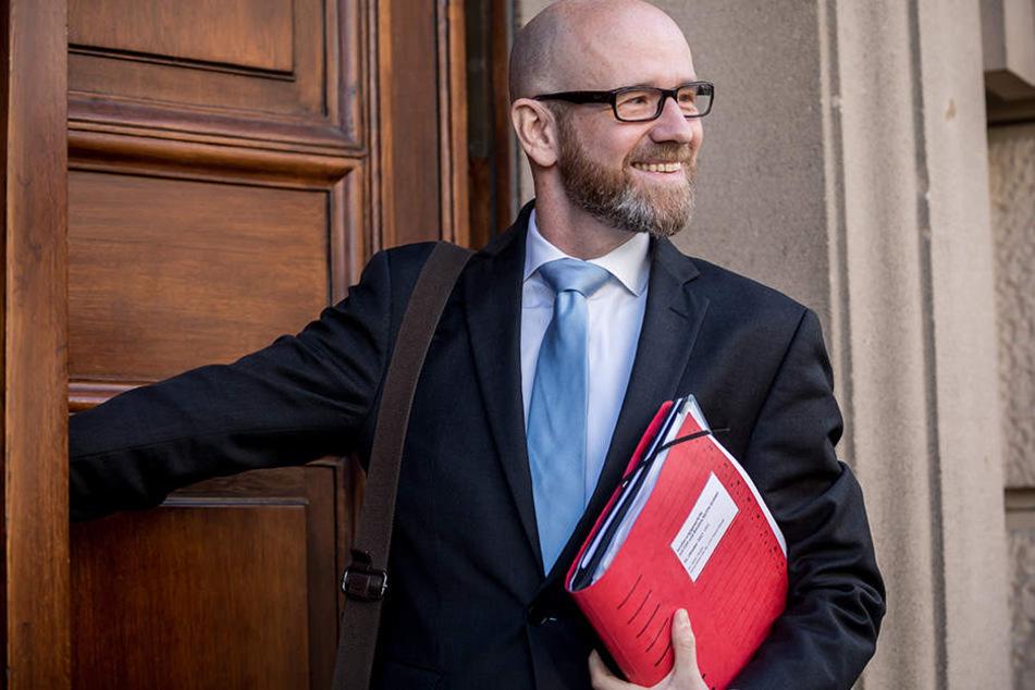 Peter Tauber (43, CDU) hier Ende Oktober 2017 bei den damaligen Jamaika-Sondierungsgesprächen in Berlin.
