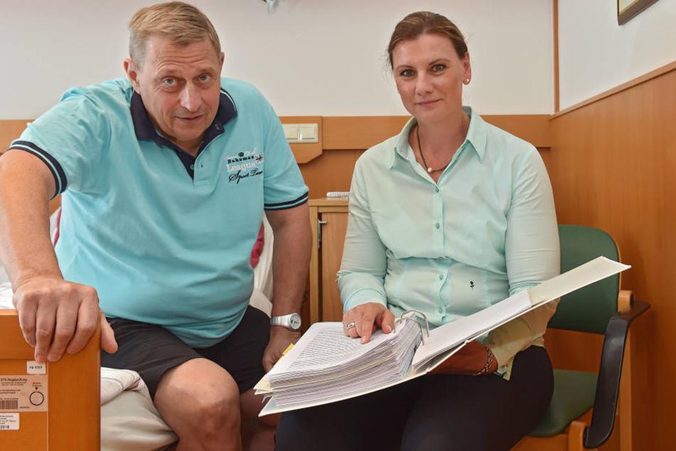 Kampf gegen Krebs und Krankenkasse: Karsten Felber (55) mit Anwältin Nadja Döscher-Schmalfuß (46).