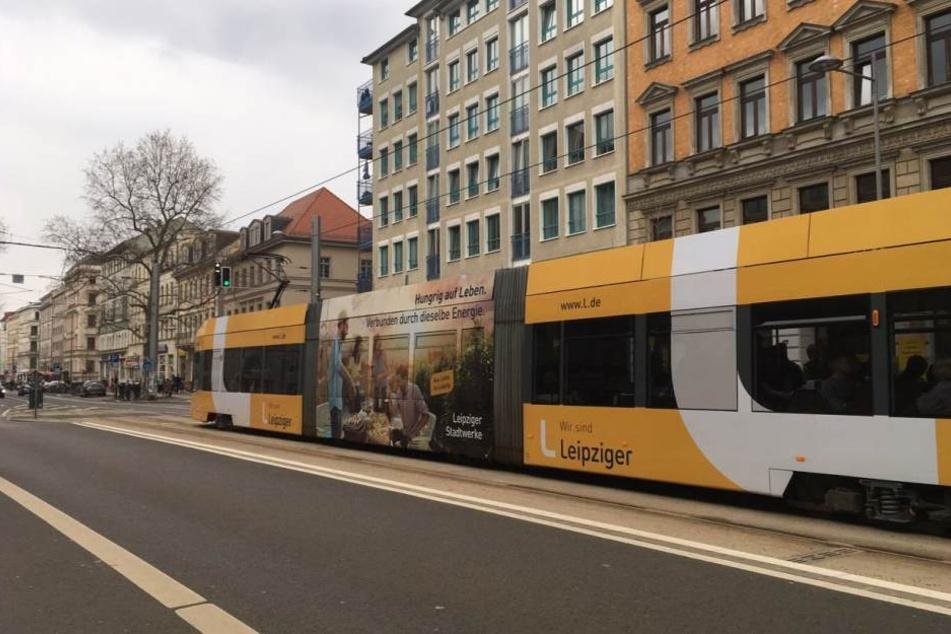 In einer Leipziger Straßenbahn wurde ein 17-jähriger Junge von einem unbekannten Mann mit Pfefferspray attackiert. Auch vier weitere Frauen wurden verletzt. (Archivbild)