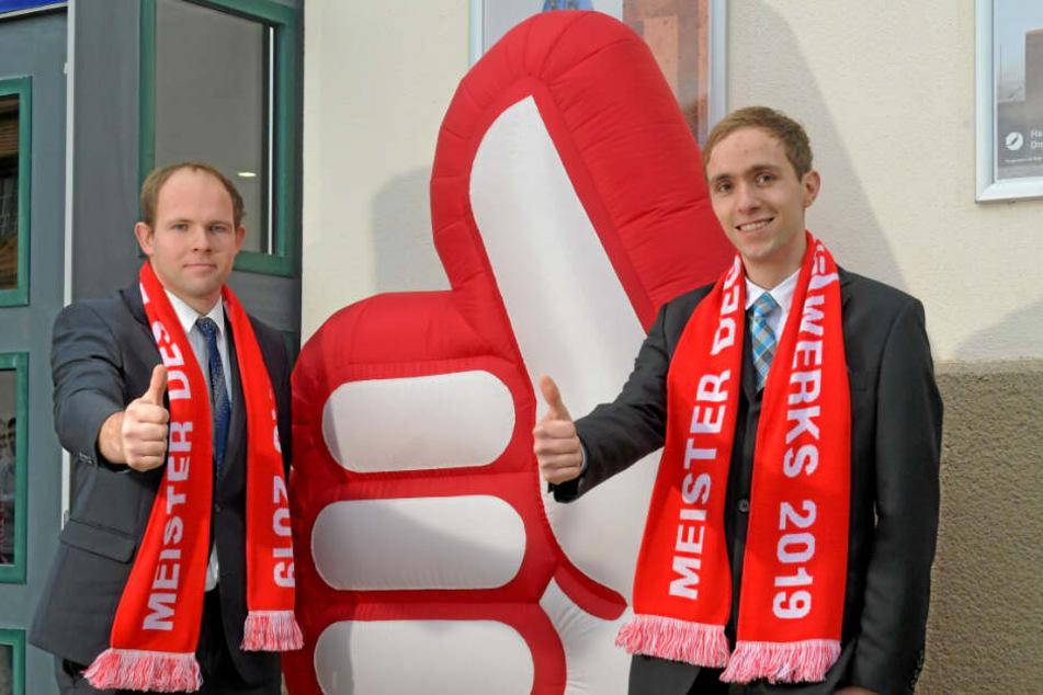 Sie haben's gemeistert: Die Brüder Philipp (24, li.) und Patrick Janzon (22) hatten Samstag Grund zum Feiern.