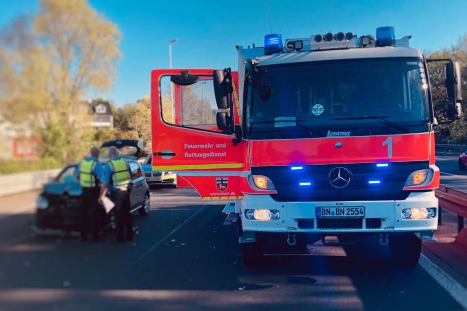 Am Freitagabend rückte die Feuerwehr zu einem Unfall auf der A565 in Bonn aus.