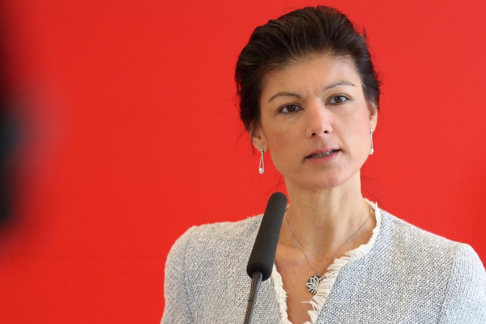 Sahra Wagenknecht (48) hält die Militärausgaben für Wahnsinn.