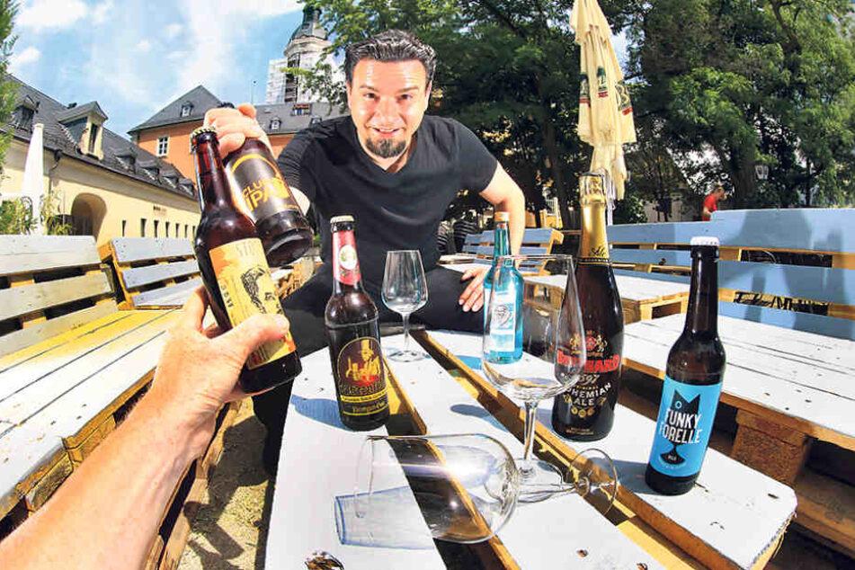 Auch auf dem Getreidemarkt wird gefeiert: Danny Szillat (36) und seine Mitstreiter widmen ihre Party dem Bier.