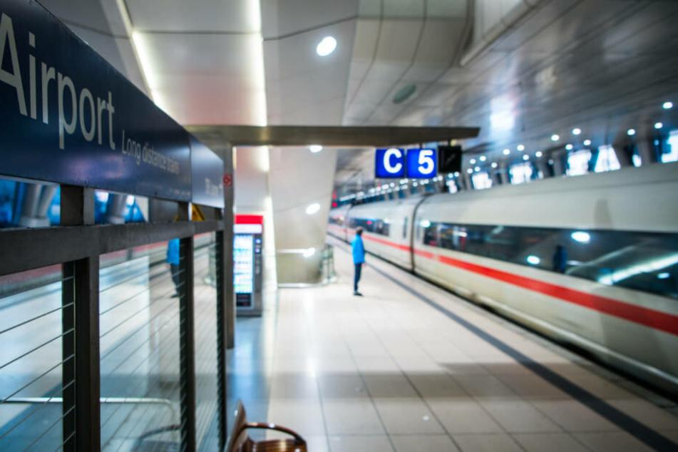 Rund eine halbe Stunde dauerte der Einsatz der Feuerwehr am Fernbahnhof am Frankfurter Flughafen.