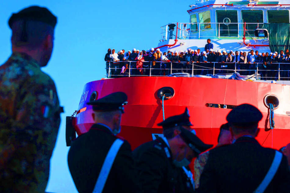 Es sind heikle Zeiten für private Seenotretter im Mittelmeer.
