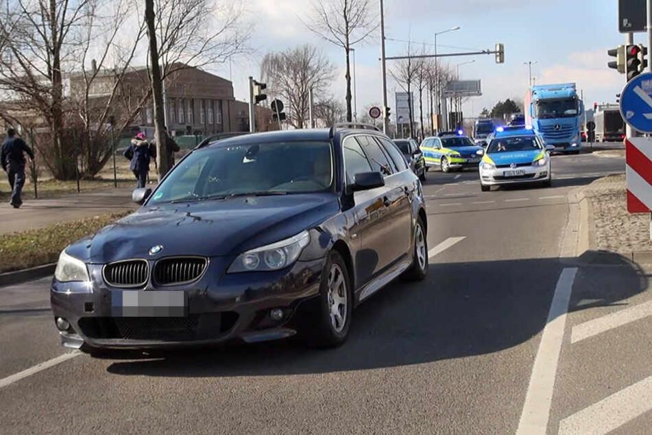 Die Frau wurde von dem BMW erfasst.