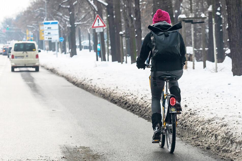 Schnee und Eis machen es Radfahrern derzeit schwer. Nächsten Winter soll es besser werden.