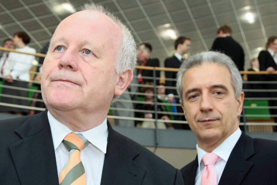 Georg Milbradt (CDU) und Stanislaw Tillich (r., CDU) folgten Biedenkopf im Amt des Ministerpräsidenten. Das Verhältnis der Männer ist heute belastet und gilt als schwierig.
