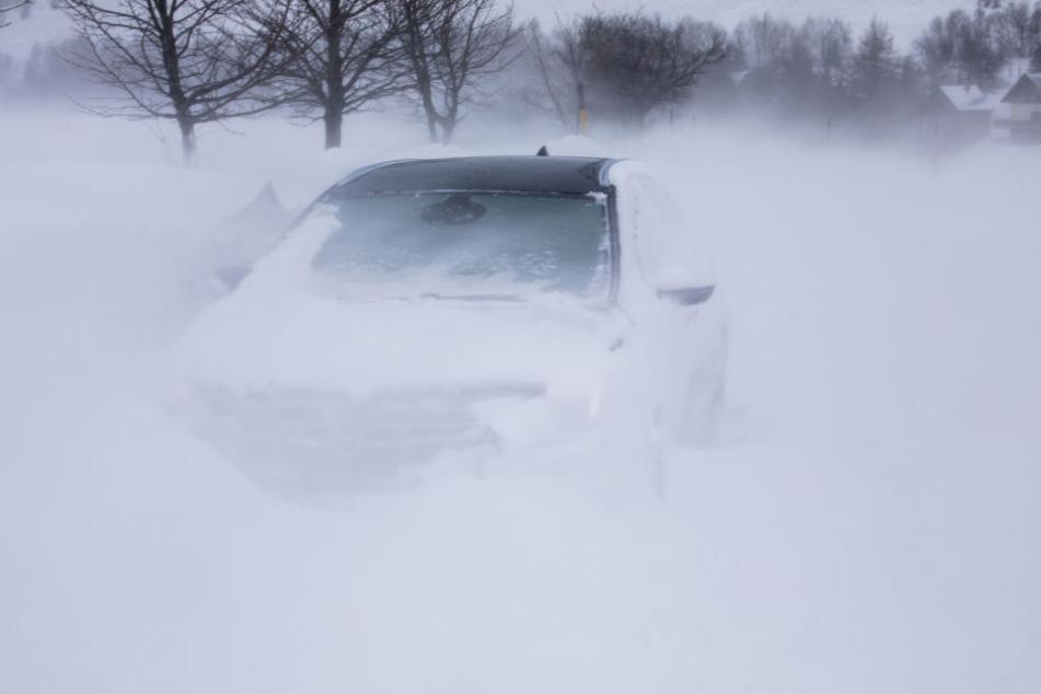 Am Dienstag kann es in den oberen Lagen auch wieder starke Schneestürme geben.