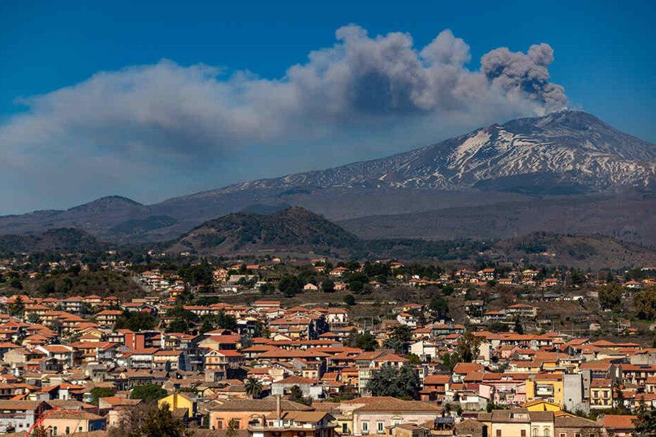 In den Gebieten um den Vulkan Ätna, so wie hier im süditalienischen Nicolosi, können die Menschen das Rumoren täglich beobachten.