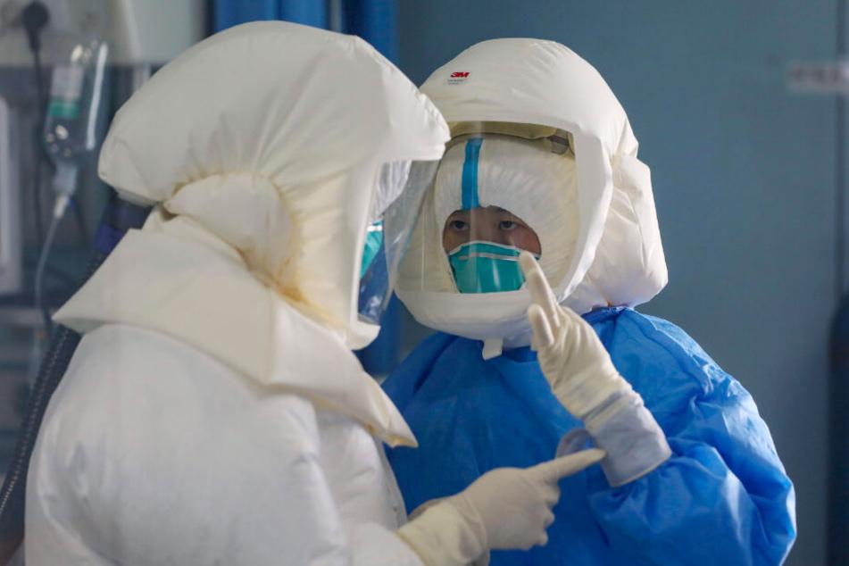 Vor allem in China steigt die Zahl der Virusfälle. Medizinisches Personal muss sich besonders gut schützen.