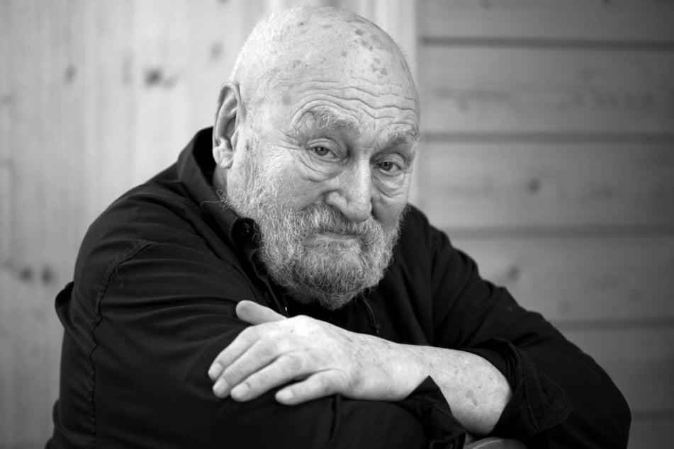 Der deutscher Schauspieler Rolf Hoppe, aufgenommen in seinem Haus.
