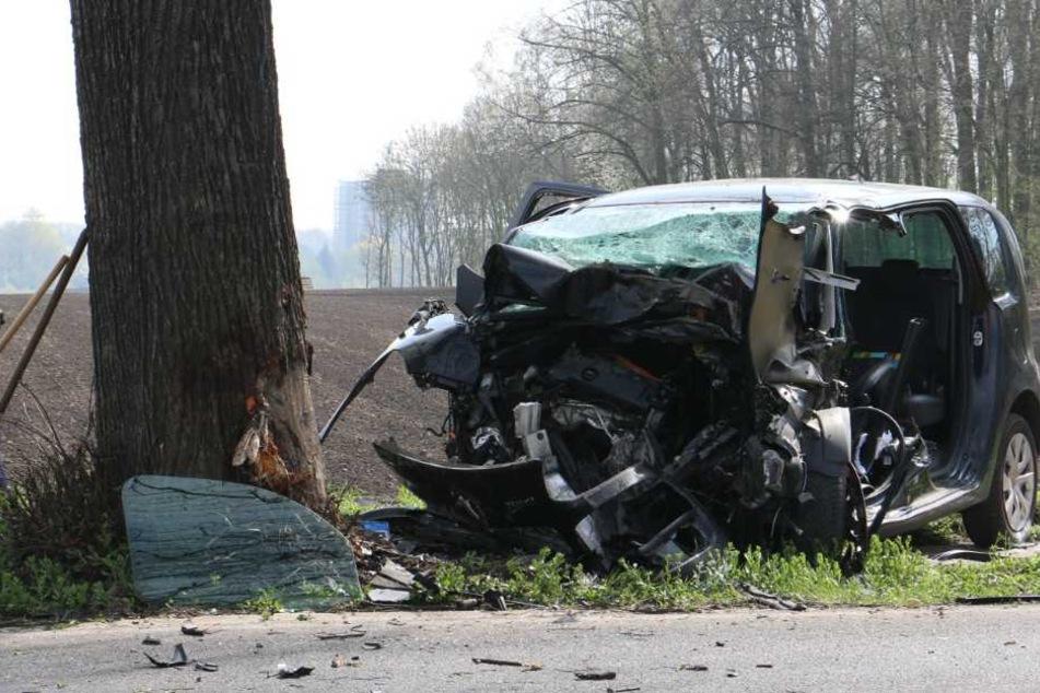 Der Wagen wurde bei dem Unfall stark beschädigt.