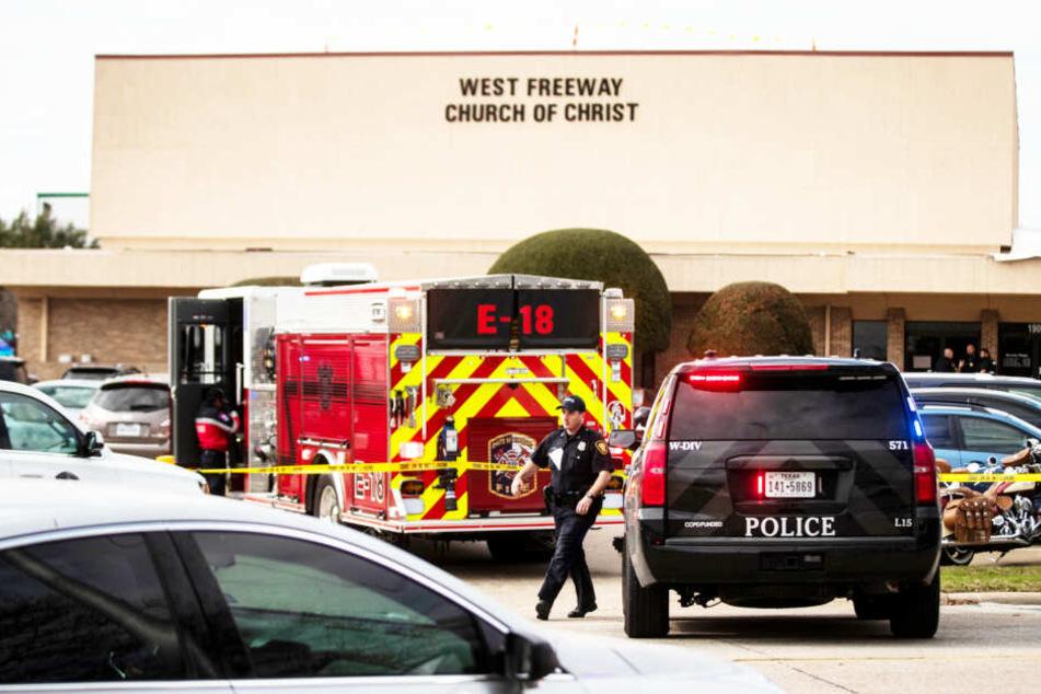 Blutbad in Kirche: Mann schießt während Gottesdienst um sich, mehrere Tote