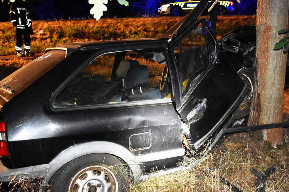 Auto krachte gegen Baum: Fahrer (41) schwer verletzt