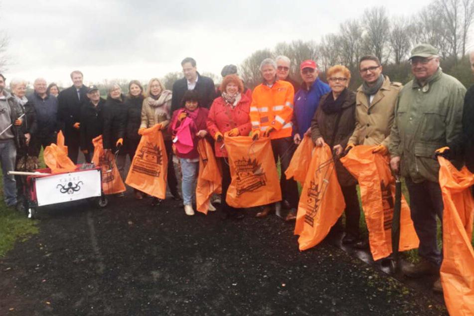 Auch die Initiative K.R.A.K.E. (Kölner Rhein-Aufräum-Kommando-Einheit) veranstaltet regelmäßig Müllsammel-Aktionen am Rhein.