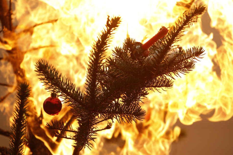 Wenn es an Weihnachten brennt muss die Feuerwehr schnell vor Ort sein. Dafür braucht es viel Nachwuchsarbeit. (Symbolbild)