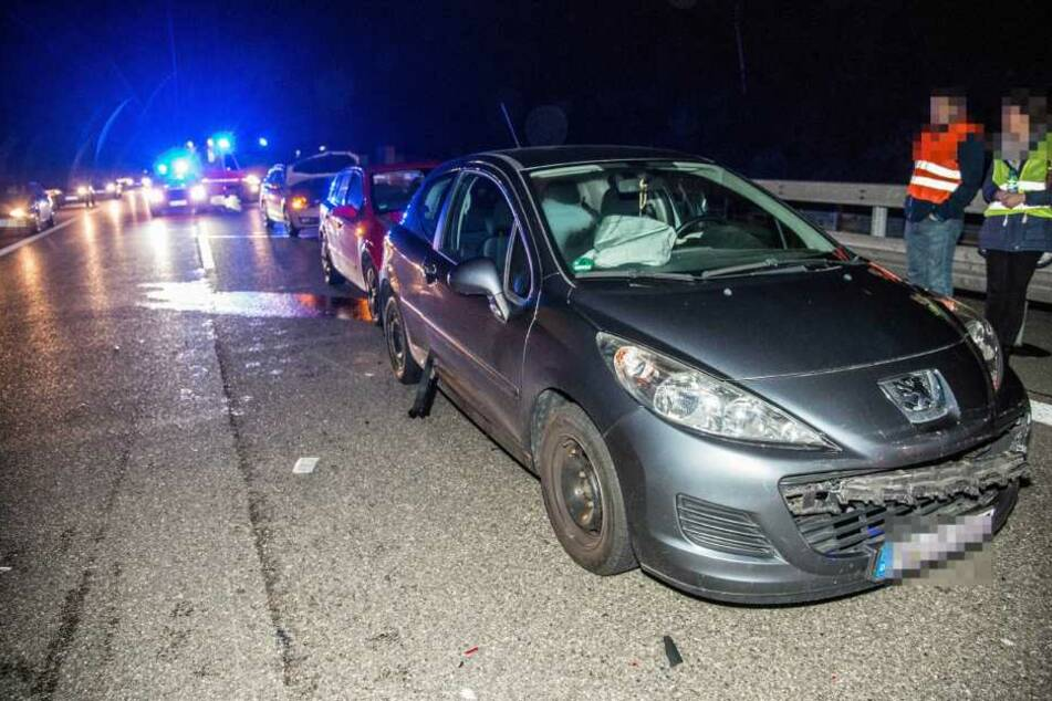 Insgesammt 6 Fahrzeuge wurden bei dem Unfall beschädigt.