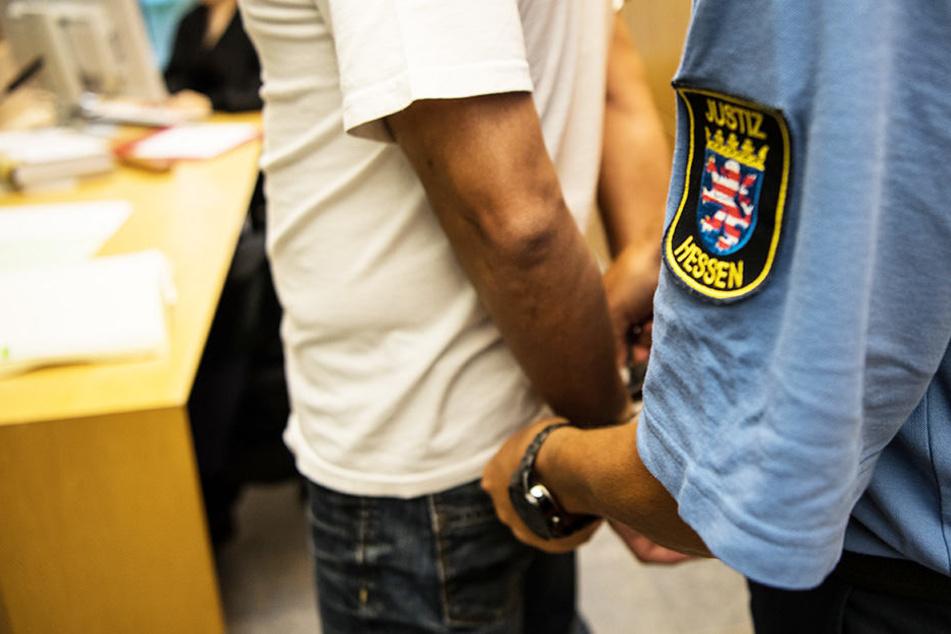Der Mann wurde vom Landgericht zu sechs Jahren und drei Monaten Haft verurteilt. (Symbolbild)