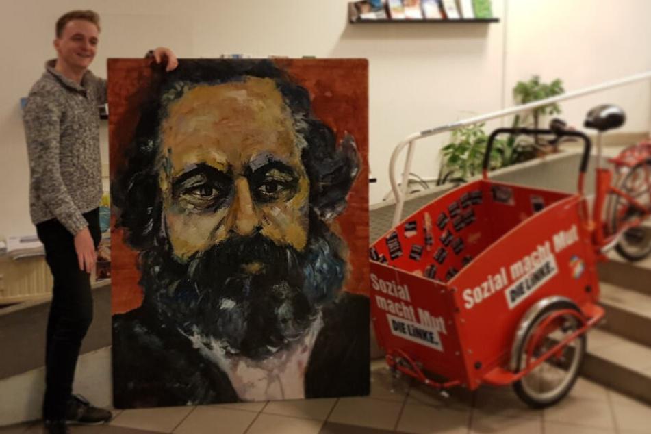 Linken-Politiker erhält gestohlenes Marx-Gemälde zurück