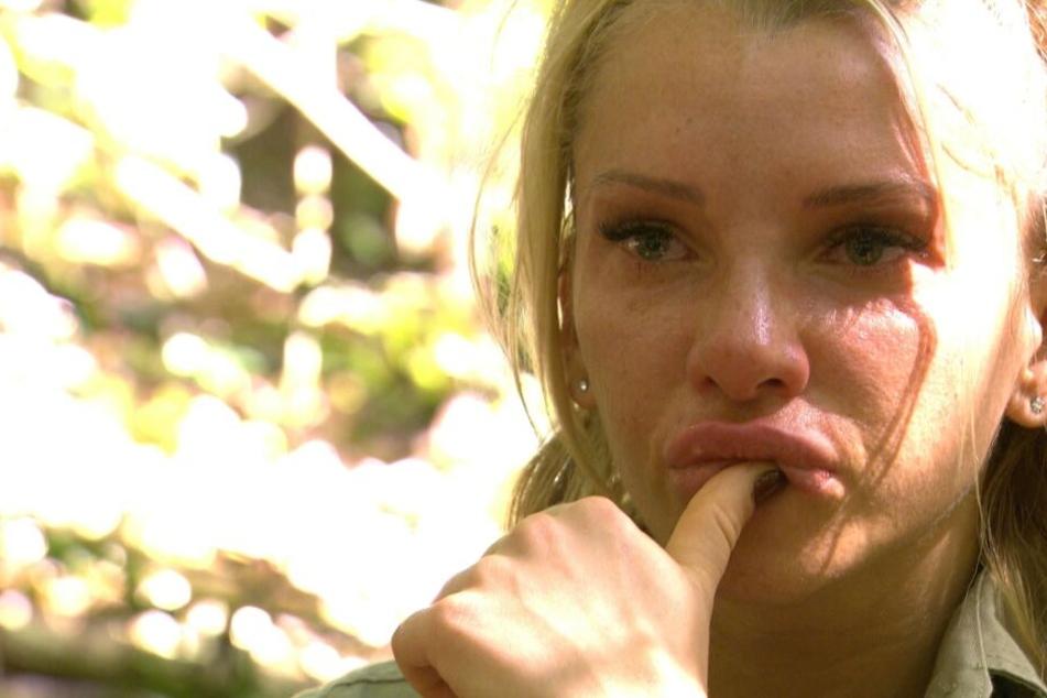 Evelyn kommen nach dem Streit die Tränen.