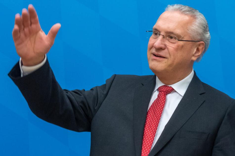 Innenminister Joachim Herrmann will ein entschlossenes und hartes Vorgehen gegen Rechts. (Archiv)